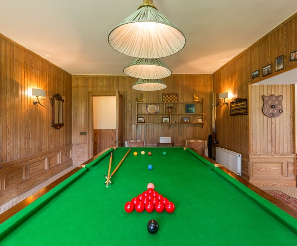 Luxury lounge with Snooker lounge