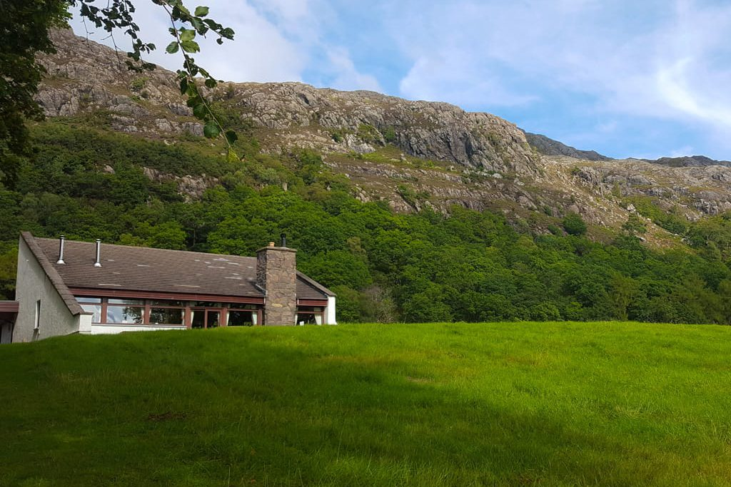 Ardlair lodge outside garden near mountains