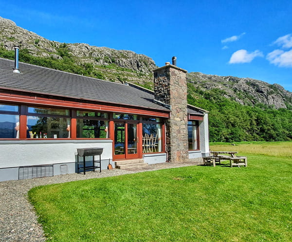 Ardlair lodge for rent in the beautiful nature by the sea